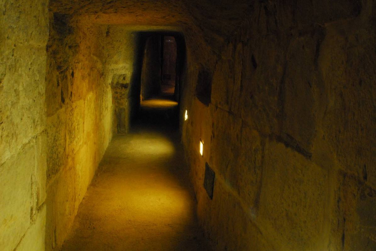 Portas secretas, contas secretas e funcionários fantasmas: perigo! (en.wikipedia.org)  A TOMADA DO CASTELO en