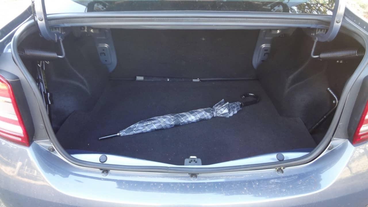 Grande porta-malas. São 510 litros de bagagem  LOGAN EXPRESSION 1,6-L MANUAL, NO USO (COM VÍDEO) DSC05466
