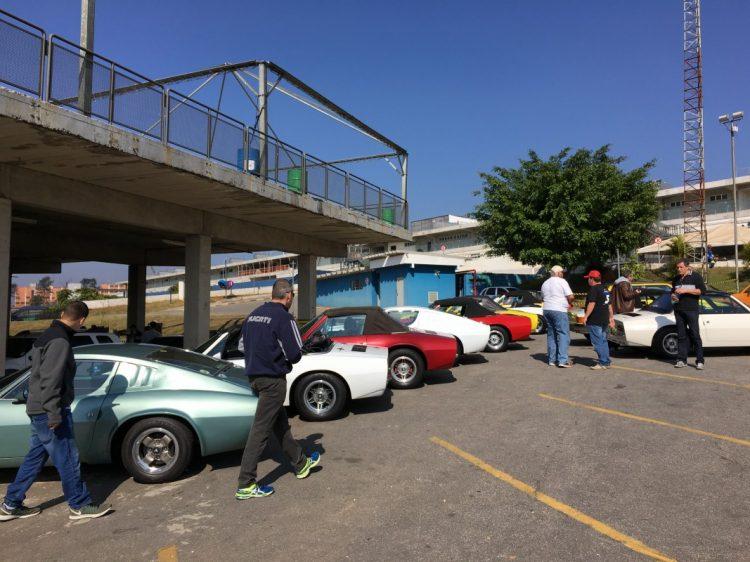 Clube do Puma com vários carros inscritos na categoria Clássicos (foto: autor)