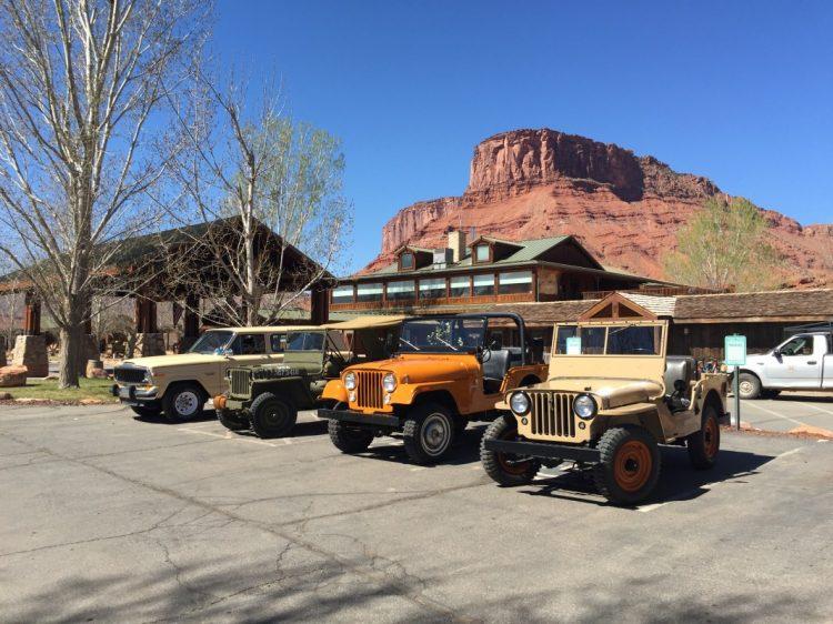 Alguns dos veículos históricos a nossa disposição para avaliação no hotel. Foto: autor
