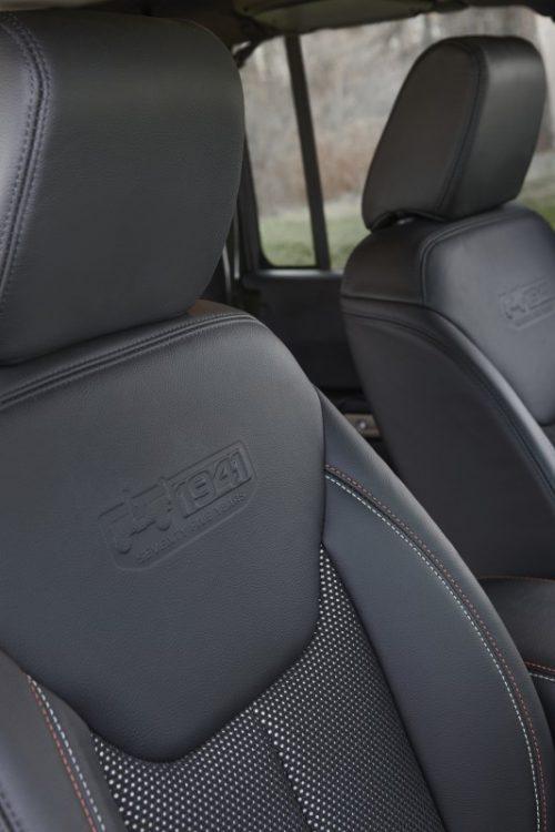 Detalhes dos assentos exclusivos do Jeep Grand Cherokee 75th Anniversary. Foto: divulgação