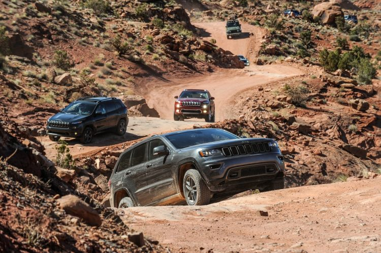 Comboio do Test-Drive pelas trilhas de Moab. Foto: divulgação