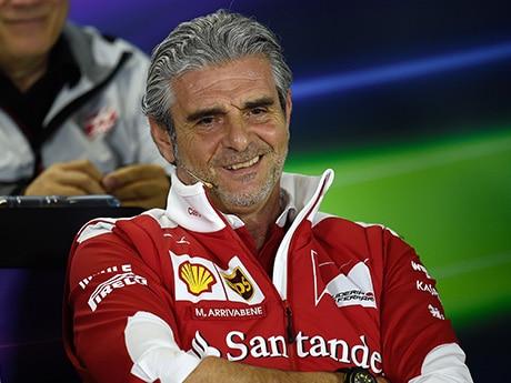 Maurizio chegou bem, mas sem conseguir títulos, pode partir mal. (Foto Ferrari)  F-1 EM FÉRIAS, SÓ NA PISTA 20160809 1 Coluna Arrivabene Australia Ferrari