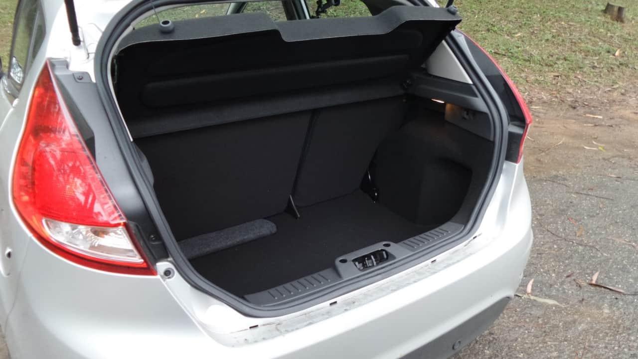 Porta-malas de 285 litros, adequado