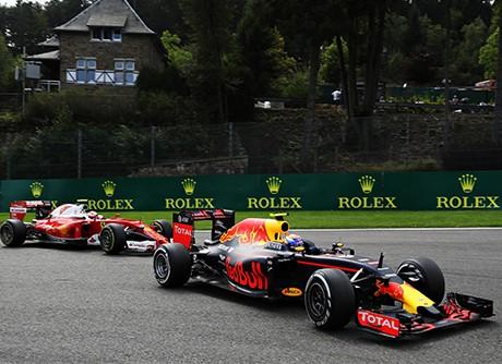 Max Verstappen e Kimi Räikkonen: a grande briga da corrida (Foto Red Bull)