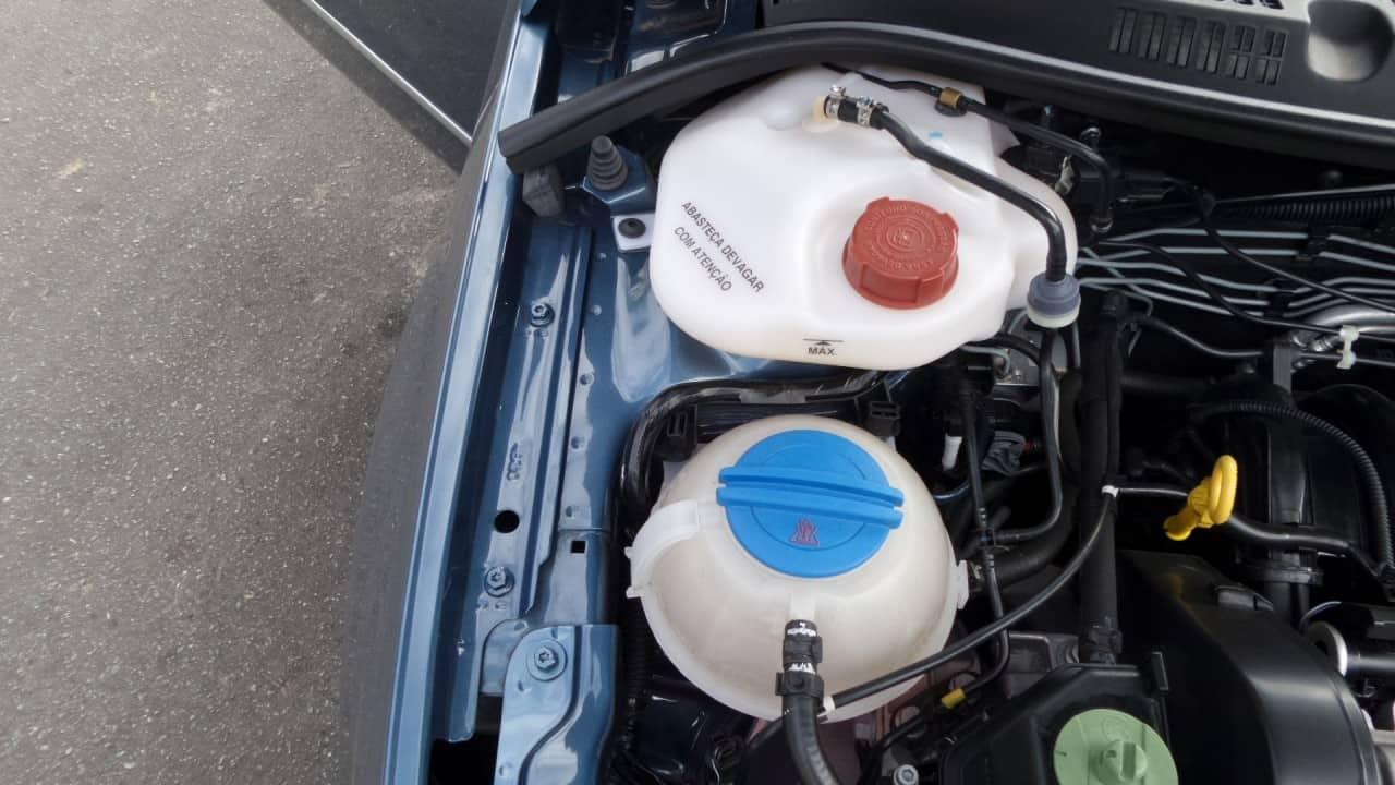 Reservatório de gasolina do sistema auxiliar de partida a freio (tampa vermelha)