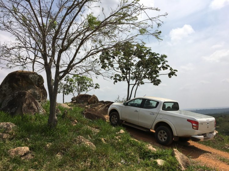 Trecho bonito entre árvores e pedras na Pista Off-Road do Mitsubishi Racing Center. Foto: autor