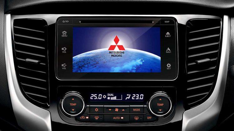"""Detalhe da tela de 7"""" do sistema multimídia e os controles do ar-condicionado digital e dual zone. Foto: divulgação"""