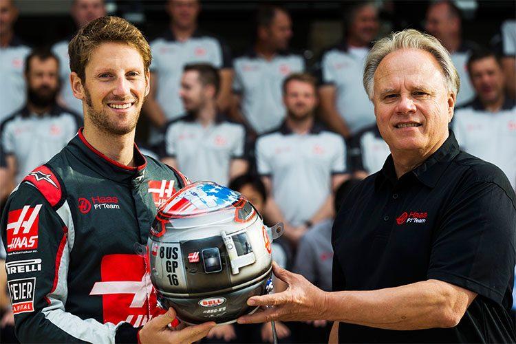 Gene Haas (D) prefere pilotos experientes como Grosjain, que completou 100 GPs em Austin (Foto HaasF1)