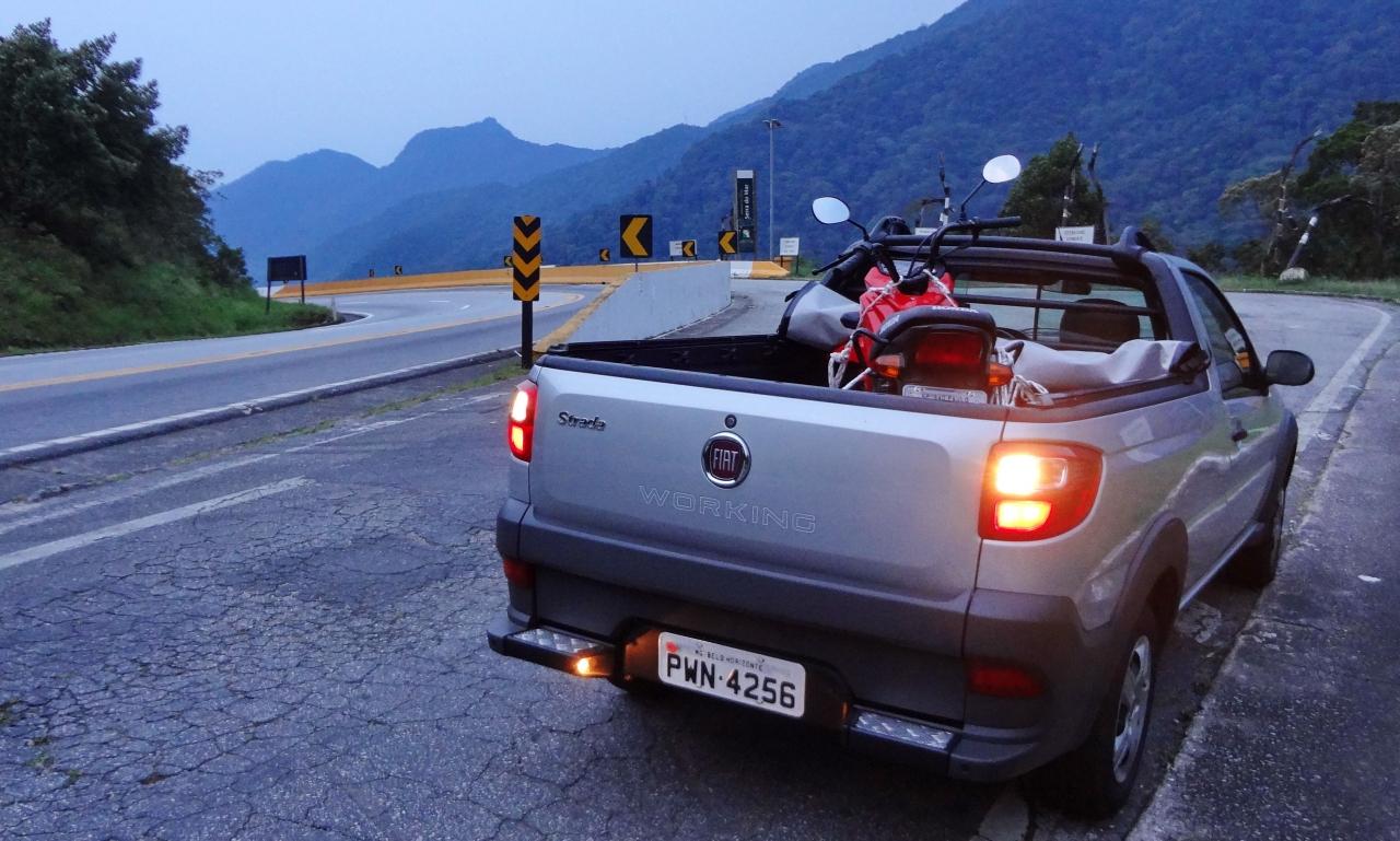 Viajar sem medo do mau tempo  DUPLA DINÂMICA: FIAT STRADA HARD WORKING E HONDA POP 110i DSC06537