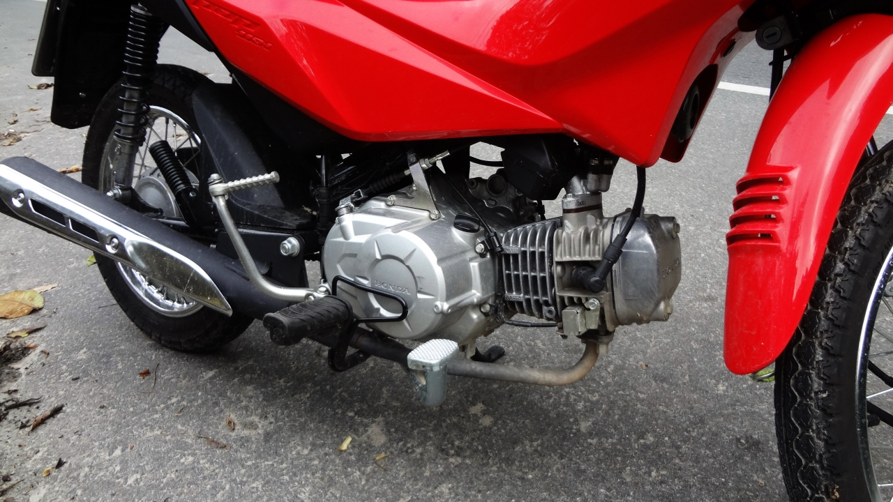 O motor da Pop evoluiu bastante ao longo dos anos  DUPLA DINÂMICA: FIAT STRADA HARD WORKING E HONDA POP 110i DSC06594