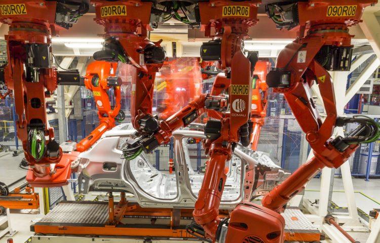 Bob, a bobina em processo de matamorfose junto com Robério, o robô (foto: divulgação)