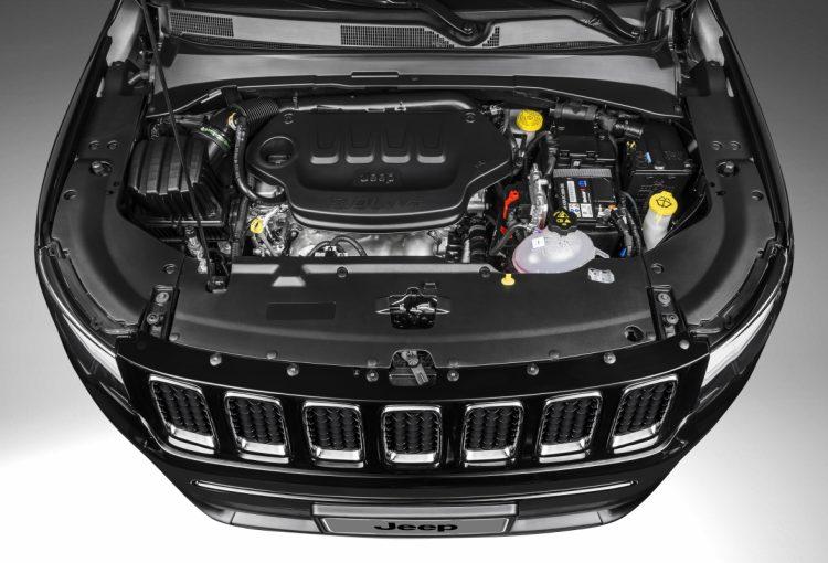 Motor Tigershark 2,0 litros no cofre do Jeep Compass Sport (foto: divulgação)