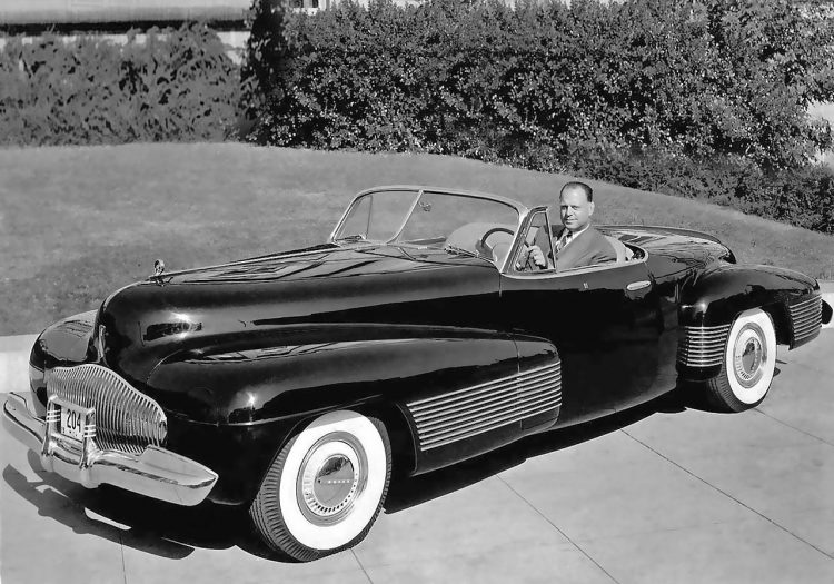 1280px-1939_-_harley_earl_and_-the_y_job