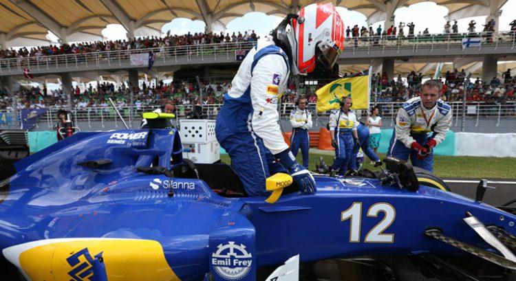 Felipe Nasr ainda não definiu se na temporada 2017 permanece ou deixa a equipe Sauber (Foto Sauber)