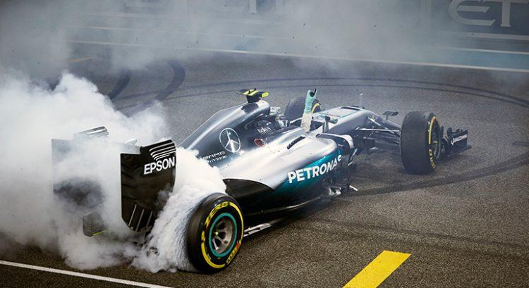 Nico Rosberg celebrou o primeiro título com o tradicional zerinho Foto Mercedes)