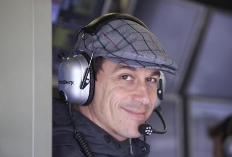 Toto Wolff e outros da F-1 poderão usar bem menos seus sofisticados fones de ouvido (Foto Mercedes Benz Media)