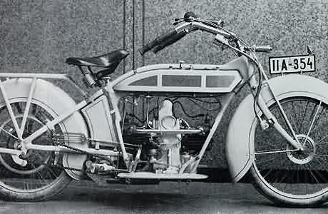 """Motocicleta Helios. Notar que cilindro traseiro fica """"escondido"""" do vento (www.ozebook.com)"""