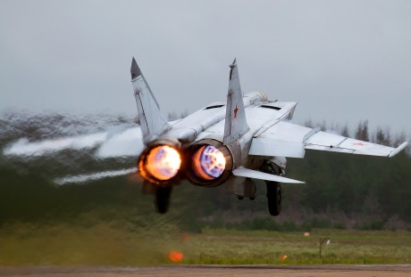 wikimedia Mikoyan-Gurevich_MiG-25RB,_Russia_-_Air_Force_AN2158681