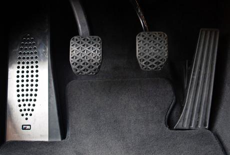 Pedais na posição correta e com sensibilidade correta, da BMW (foto: eurocarnews.com)