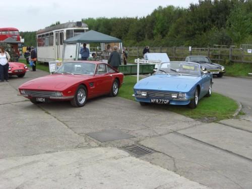 Dois dos primeiros carros, ainda TVR, durante um encontro em 2008 (pistonheads.com)