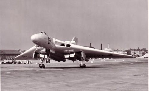 O primeiro protótipo em pouso, prefixo VX770 (vulcantothesky.com)