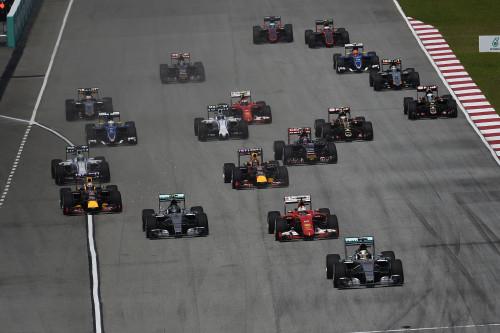 Hamilton liderou as primeiras voltas até que a escolha dos pneus... (Foto Ferrari)