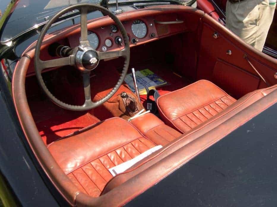 Jaguar_XK120_interior