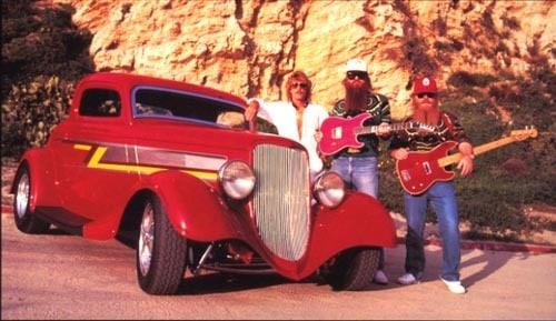 Os três membros da banda, quando o carro era novinho, 1983 (coolrain44.com)