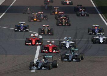 Largada do GP da China: domínio de Hamilton desde o início (Foto Mercedes Benz)