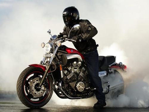 Feita para gerar fumaça e prazer (TopSpeed.com)