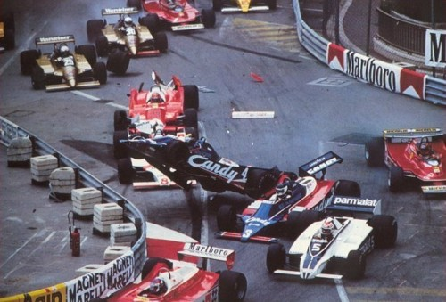 Acidentes são comuns em Indy e em Mônaco, como este em 1980 (foto Continental Circus)