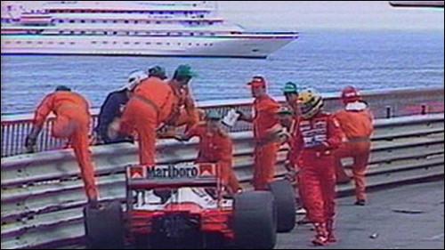 Ayrton Senna venceu seis vezes em Mônaco, deu show em 1984 e acabou no guard-rail em 1988 (foto BBC)