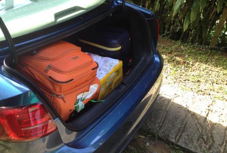 O Jetta oferece um compartimento de bagagem profundo.