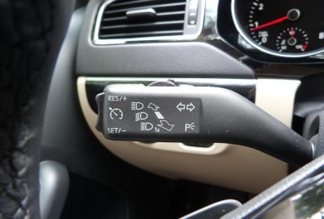 Automatismos não faltam. Acima o controlador de velocidade.