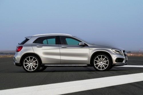 Mercedes-Benz GLA 45 AMG (X 156) 2013, Lack: Polarsilber metallic, Ausstattung: Leder perforiert, schwarz RED CUT