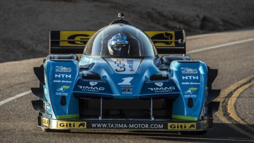 Monster Tajima, com outro carro elétrico, ficou em segundo lugar (foto PikesPeak.com)