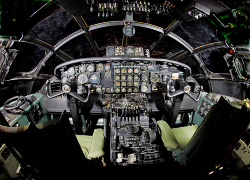 Cockpit do mesmo exemplar do museu (national-museum-af-mil)