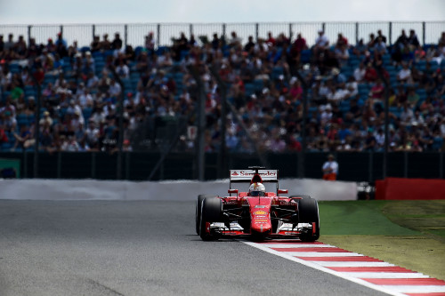 Vettel veio pelas beiradas e conquistou mais um pódio (foto Studio Colombo/Ferrari Media)
