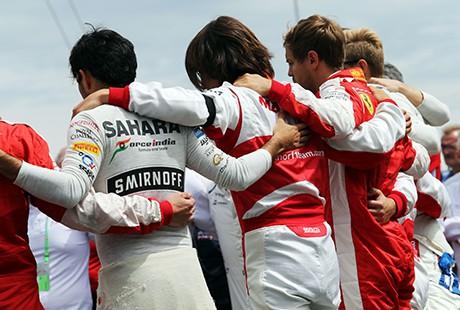 Antes da largada os pilotos prestaram homenagem a Jules Bianchi no grid (foto Sahara Force India)