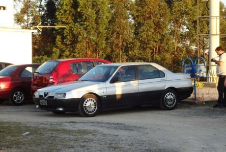 Um Alfa Romeo 164 embelezou nosso passeio