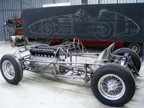 Um dos projetos atuais é a construçnao desta réplica da Maserati 250F (foto arquivo Rod Tempero)