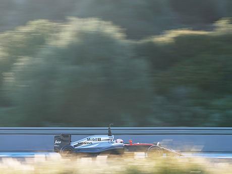 Exclsuivo da McLaren, motor Honda poderá ser visto em outros carros em 2016 (foto McLaren Media Centre)