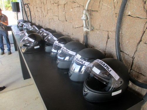 Segurança ia de capacetes até pilotos profissionais para ajudar caso necessário
