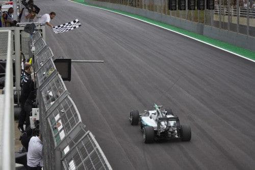 Rosberg venceu na pista e em silêncio (foto Mercedes-Benz)