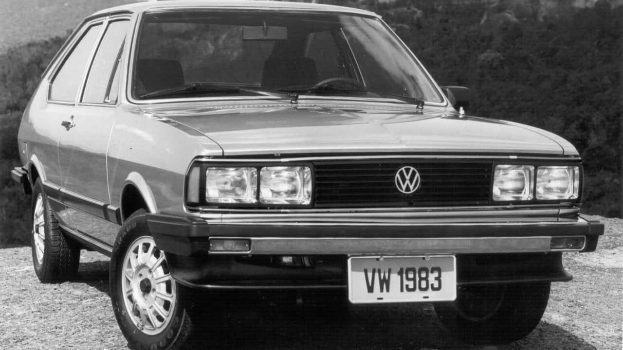 Passat 1983 com a nova frente de quatro faróis