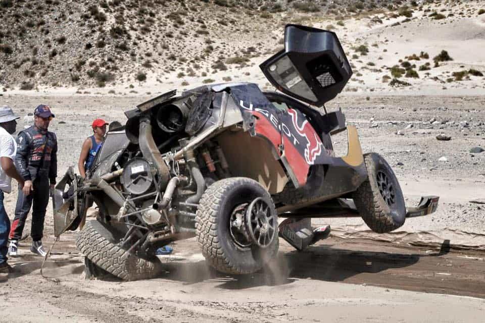 Acidente praticamente anulou as chances de Loeb vencer em sua estreia no Dakar (Foto FBCDN)