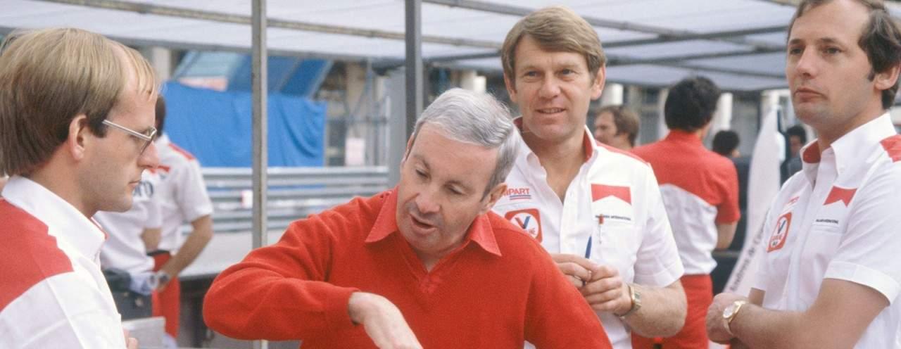 Mayer (2o. a partir da Esq.), Alexander e Dennis quando ainda conviviam na McLaren no início dos anos 1980 (Foto McLaren)
