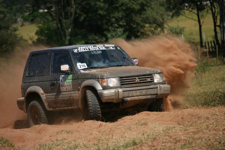 Levantando poeira em Rally de Regularidade no ano de 2006. Foto: Donizeti Castilho