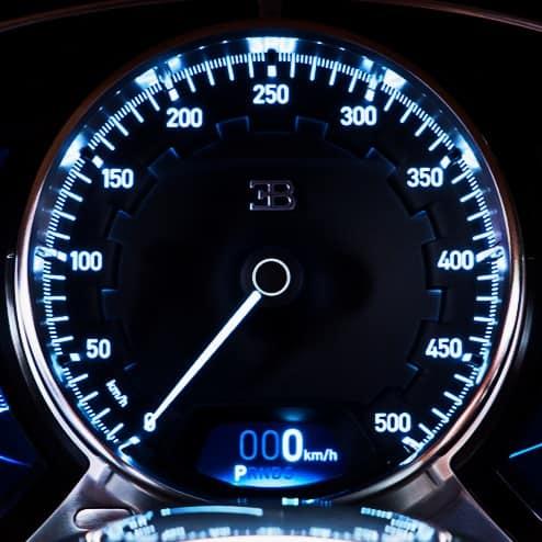 Velocímetro tem escala até 500 km/h